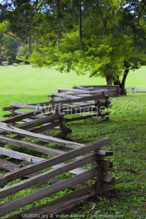 USA, Mississippi, Natchez, Natchez Trace Parkway, Mount Locust Inn and Plantation site, wood fence