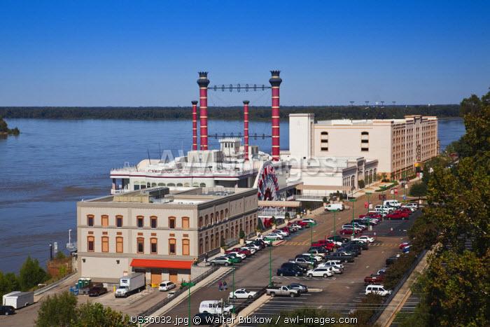 USA, Mississippi, Vicksburg, Ameristar Casino and Mississippi River