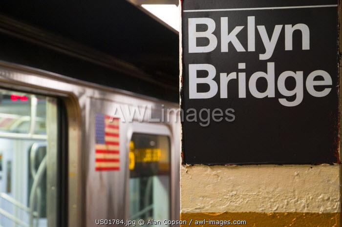 USA, New York, Manhattan, Downtown, Brooklyn Bridge-City Hall Subway Station