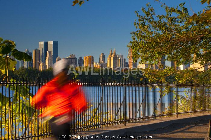 USA, New York, Manhattan, Central Park, morning joggers