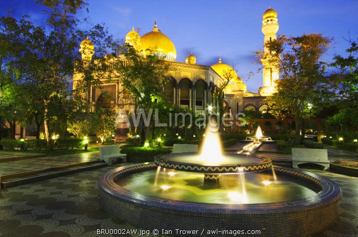 Jame'asr Hassanal Bolkiah Mosque at dusk, Bandar Seri Begawan, Brunei Darussalam