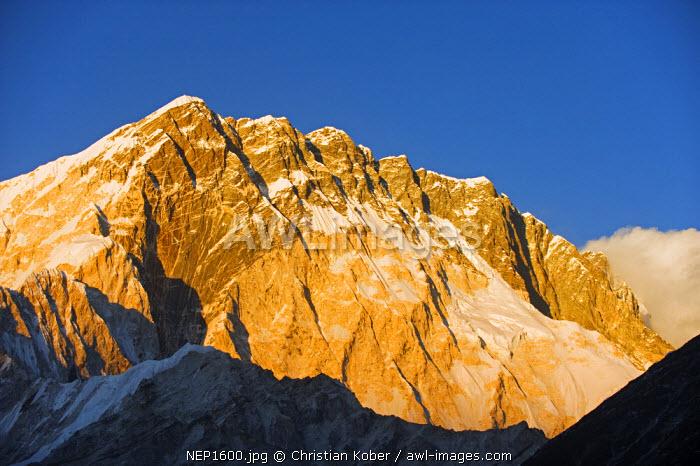 Asia, Nepal, Himalayas, Sagarmatha National Park, Solu Khumbu Everest Region, Unesco World Heritage, Nuptse (7861m), sunset