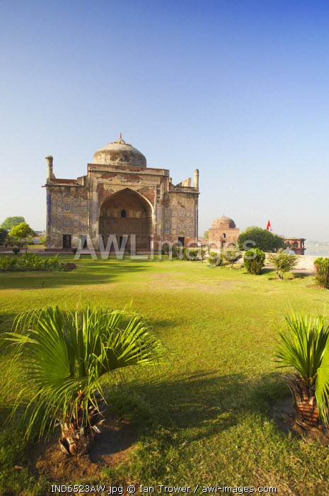 awl-images.com - India / Chini-ka-Rauza (tomb of Afzal Khan), Agra, Uttar Pradesh, India