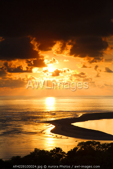 awl-images.com - Costa Rica / Sunset over the ocean and a sandbar, Costa Rica
