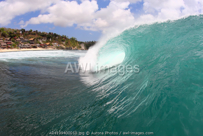 awl-images.com - Indonesia / Empty wave breaking in Bali, Indonesia