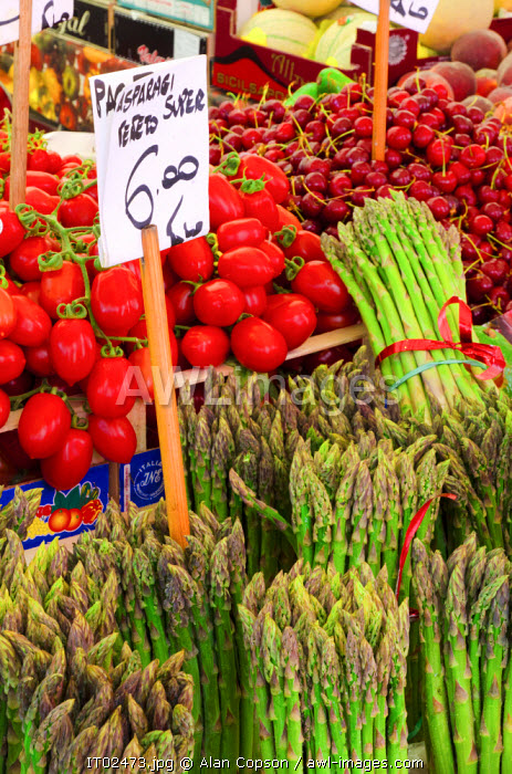 awl-images.com - Italy / Italy, Veneto, Venice, Rialto Fruit and Vegetable Market