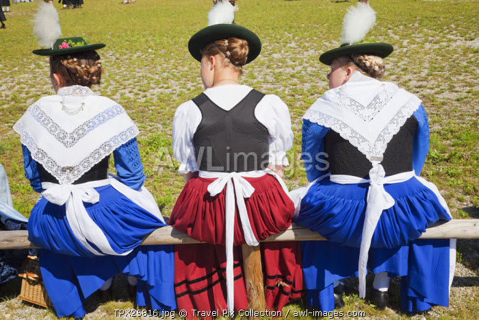 awl-images.com - Germany / Germany, Bavaria, Burghausen, Folklore Festival, Girls in Traditional Baverian Costume