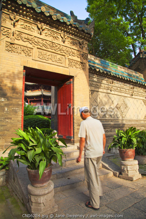 awl-images.com - China / China, Shaanxi, Xi'an, Great Mosque, Gateway between courtyards