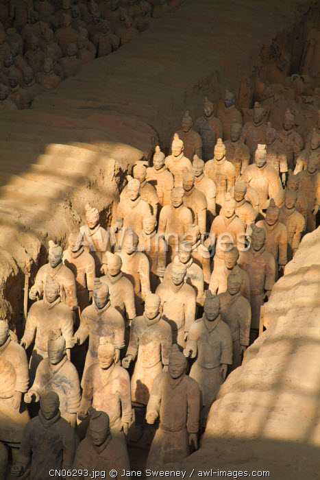 awl-images.com - China / China, Shaanxi, Xi'an, The Terracotta Army Museum, Terracotta warriors