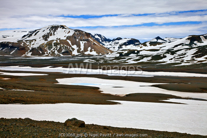 awl-images.com - Iceland / The small glacier and volcano of Porisjokull in Pingvellir National Park in early summer.
