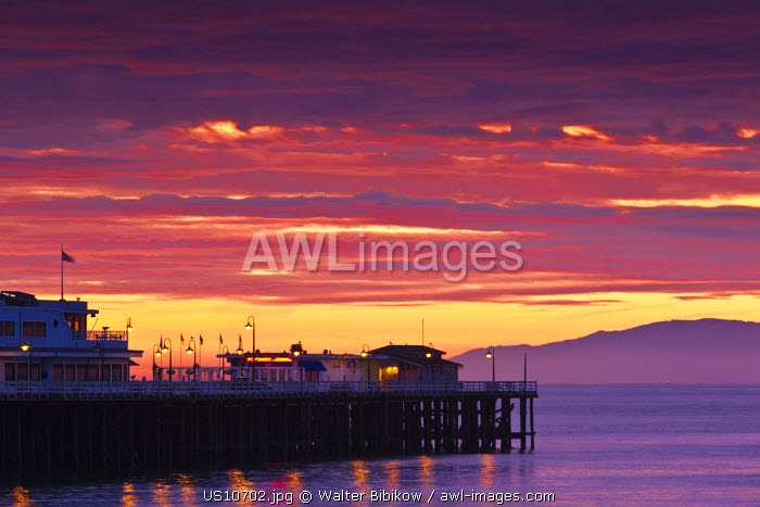 awl-images.com - USA / USA, California, Central Coast, Santa Cruz, Municipal Wharf, dawn