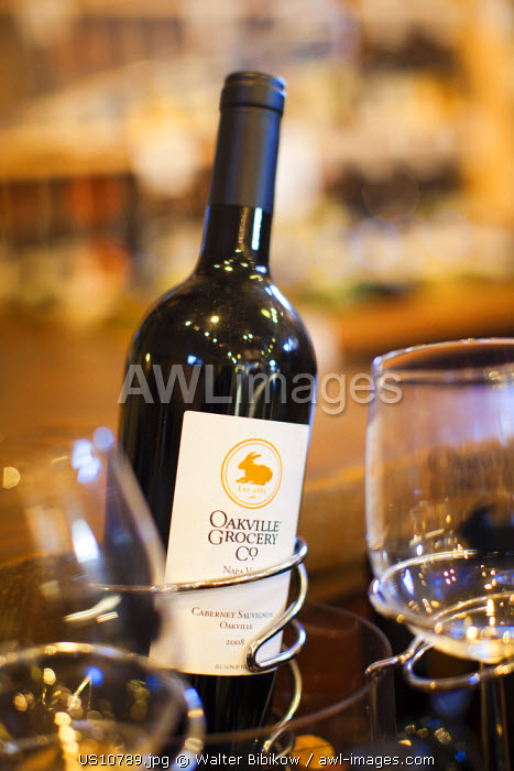 awl-images.com - USA / USA, California, Northern California, Napa Valley Wine Country, Oakville, Oakville Grocery delicatessen, wine selection