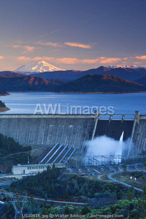 awl-images.com - USA / USA, California, Northern California, Northern Mountains, Summit City, Shasta Dam, Shasta Lake, with view of Mt. Shasta, dawn