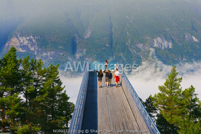 awl-images.com - Norway / Norway, Western Fjords, Aurland Fjord, Children on lookout point