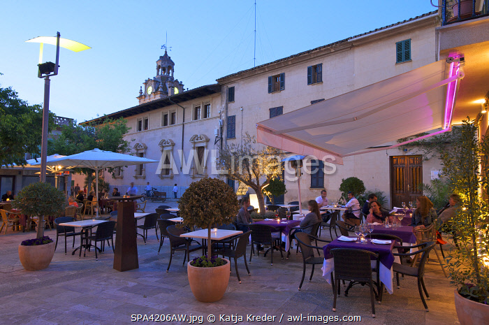 Restaurant in teh Old Town of Alcudia, Mallorca, Balearen, Spanien