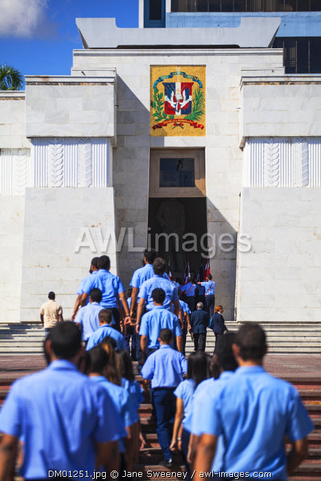 Dominican Republic, Santa Domingo, Colonial zone, Park Independencia, College students at Altar de la Patria