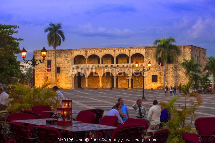 Dominican Republic, Santa Domingo, Colonial zone, People chatting outside  Restaurants in Plaza Espana, overlooking Alcazar de Colon