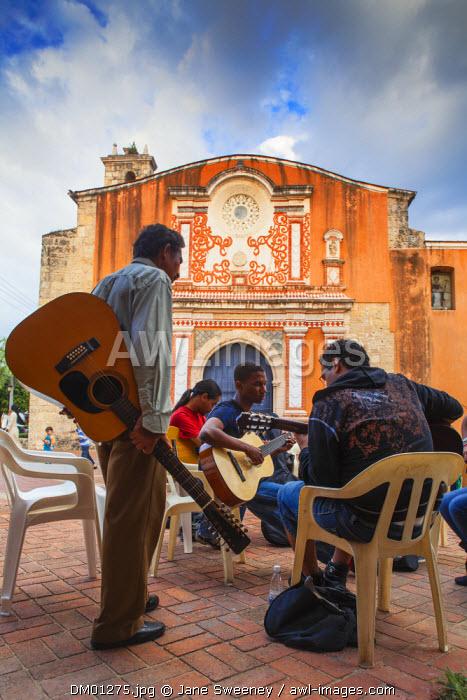 Dominican Republic, Santa Domingo, Colonial zone, Group guitar lessons outside Convent de Los Dominicos