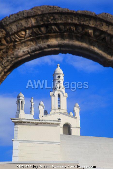 Dominican Republic, Santa Domingo, Colonial zone, Ruinas del Hospital San Nicolas de Bari and Church of La Altagracia.