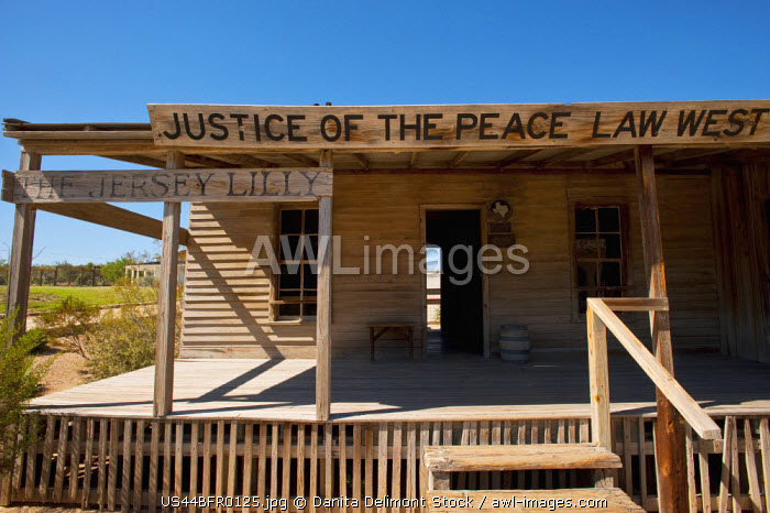 awl-images.com - USA / USA, Texas, Langtry, Jersey Lily building, Billiard Hall, Saloon and Courtroom of Judge Roy Bean, the Law West of the Pecos.