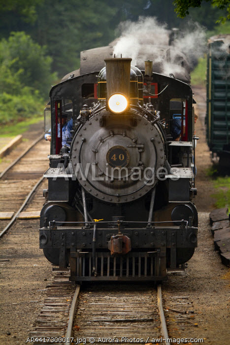 awl-images.com - USA / Deep River, Connecticut, USA: The Essex Steam Train Arrives At Deep River Station, Midway On Its Journey Along The Connecticut River