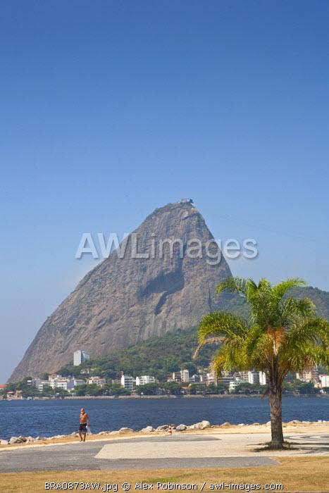 South America, Brazil, Rio de Janeiro, Sugar Loaf and the Urca neighbourhood in Botafogo Bay in Rio de Janeiro City