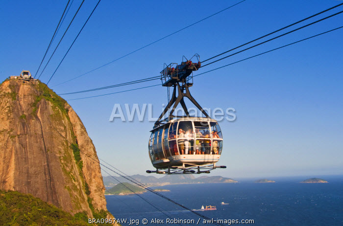South America, Brazil, Rio de Janeiro State, Rio de Janeiro city, the cable car between the Sugar Loaf and Urca Hill
