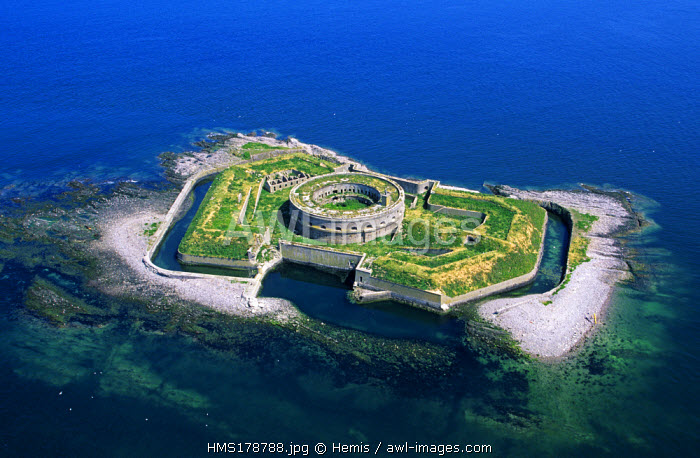 France, Manche, Cotentin Eastern coast, archipel des Iles Saint Marcouf, L' Ile du large, circular barracks (aerial view)