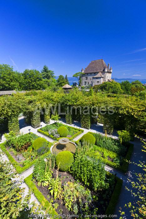 France, Haute Savoie, Le Chablais, Yvoire, Lake Geneva, labelled Les Plus Beaux Villages de France (the Most Beautiful Villages of France), the 14th century castle and labyrinth of the Garden of Five Senses (Jardin des Cinq Sens)