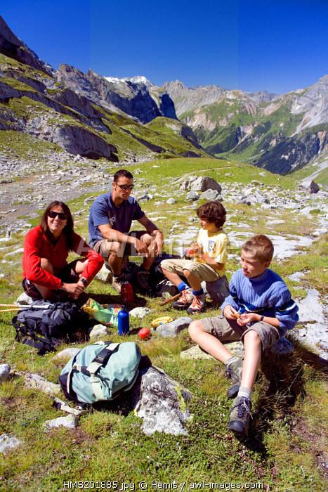 France, Savoie, Pralognan la Vanoise, GR55 path of the Col de la Vanoise, the Route du Sel et du Beaufort (Salt and Beaufort Road) and the Aiguille de Polset (3531m) in the background, hikers in picnic
