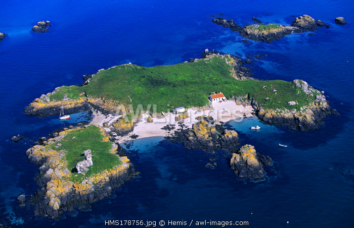 France, Manche, Iles Chausey, Grande Ile (aerial view)
