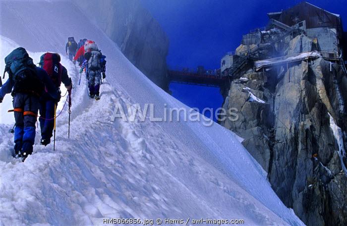 France, Haute Savoie, Mont Blanc mountains, Aiguille du Midi, Arete des Cosmiques (Cosmic ridge)