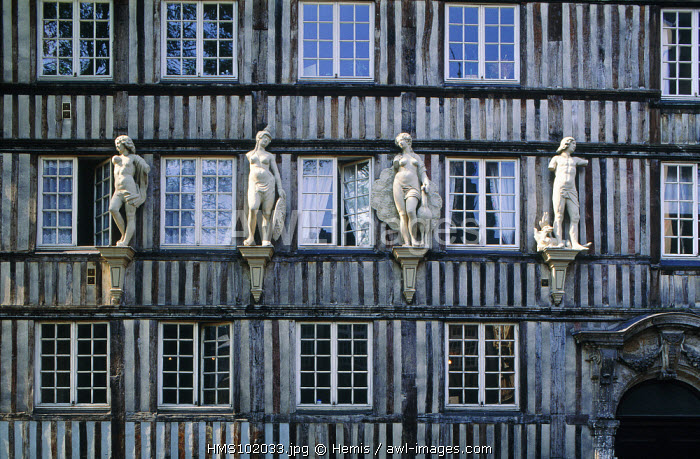 France, Seine Maritime, ROUEN CITY, MULTISTORY HALF TIMBERED house ORNAMENTED with STONE STATUES (Normandy)