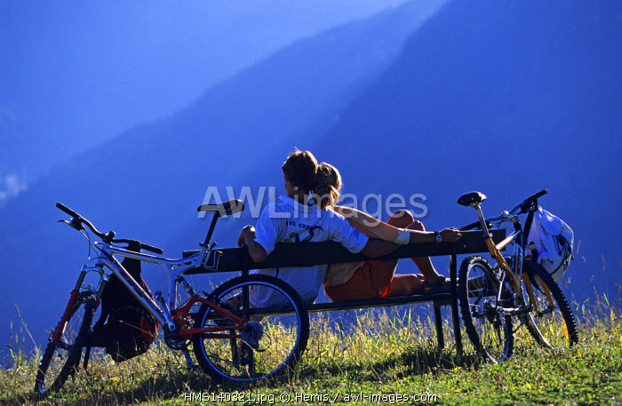 France, Haute Savoie, Morzine, couple on a bench