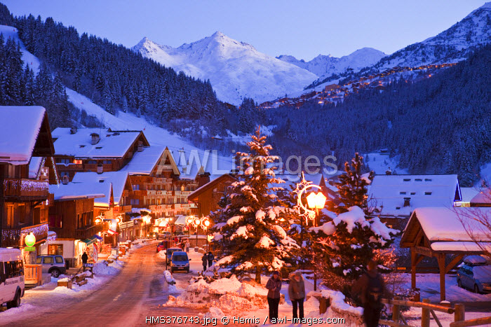 France, Savoie, Meribel, Massif de La Vanoise, Tarentaise, domaine des 3 Vallees skiing resort, La Chaudanne and view over Meribel Mottaret and Mont du Vallon (2951m)