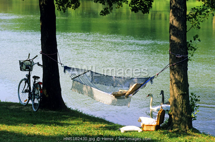 France, Drome, La Roche de Glun, Idleness atmosphere at the edge of Bassin des Musards