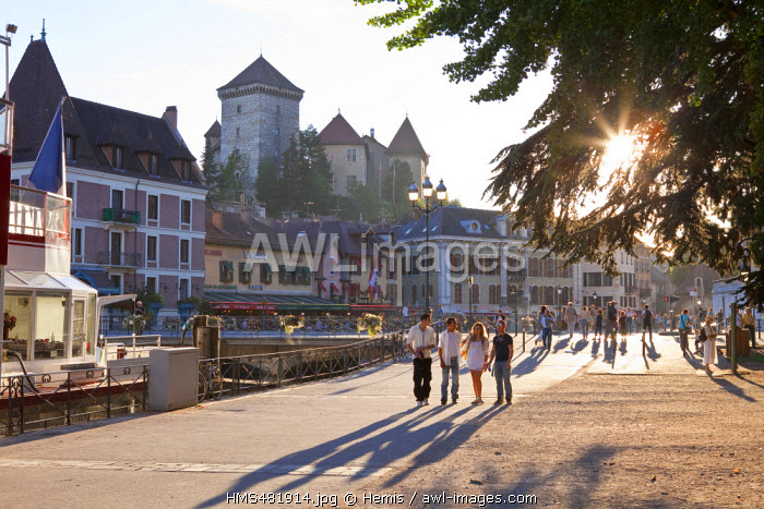 France, Haute Savoie, Annecy, the old town, Quai Perriere on Thiou river banks and the Musee Ch�teau (Castle Museum)