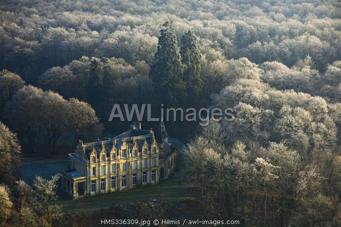 France, Eure, Pressagny l'Orgueilleux, Chateau la Madeleine on Seine River banks (aerial view)