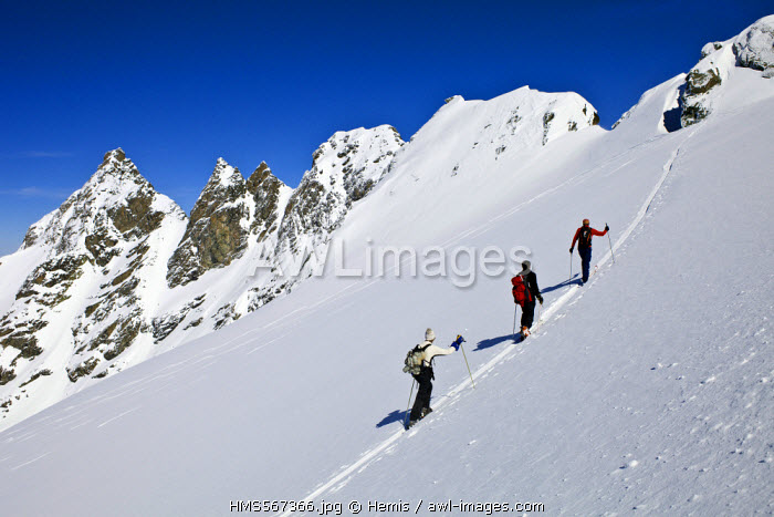 France, Savoie, Massif de La Vanoise, La Tarentaise Valley, 3 Vallees ski area, Meribel, off-piste skiing on the Glacier du Borgne
