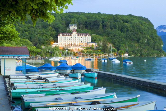 France, Haute Savoie, Menthon Saint Bernard, the marina and the Palace de Menthon (Luxury hotel of Menthon), Annecy lake
