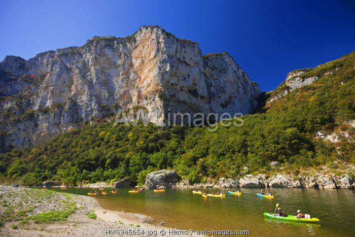 France, Ardeche, Vallon Pont d'Arc, going down Ardeche River on canoe