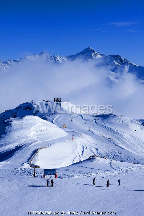 France, Savoie, Les Menuires, Val Thorens, Meribel, crossroad of the Trois Vallees ski resort from the Mont de la Chambre 2850m with view on the Aiguille de Peclet 3562m