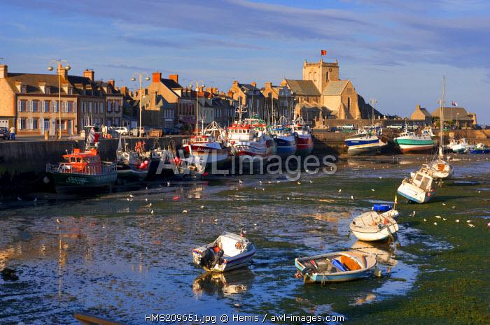 France, Manche, Val de Saire, Barfleur, labelled Les Plus Beaux Villages de France (The Most Beautiful Villages of France), port at low tide
