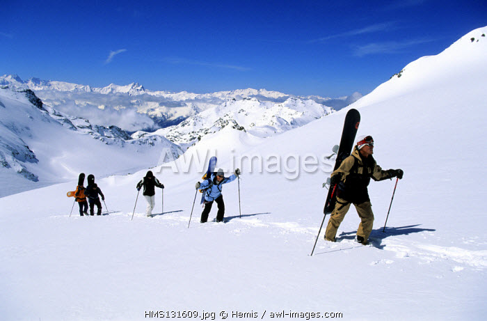 France, Savoie, Val Thorens, surfers on the Chaviere glacier