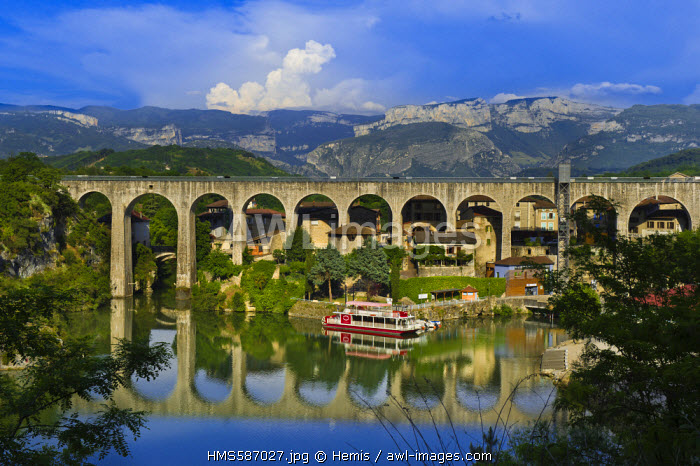France, Drome, Saint Nazaire en Royans, the artificial lake under the aqueduct (the Canal de la Bourne) built in 1876 and converted into a pedestrian way