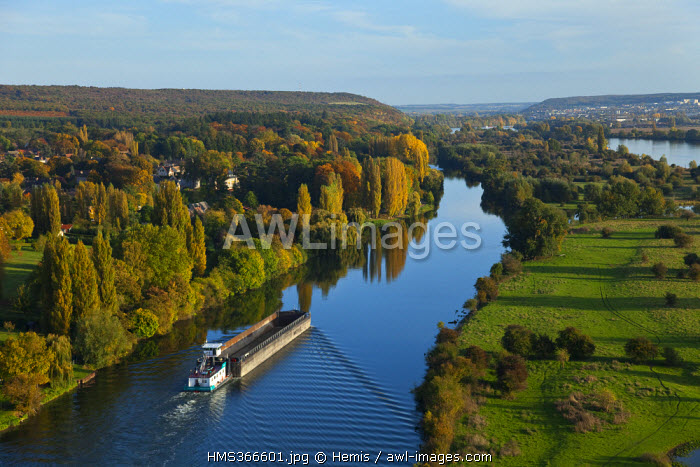 France, Eure, Pressagny l'Orgueilleux, convoys pushed on the Seine River (aerial view)