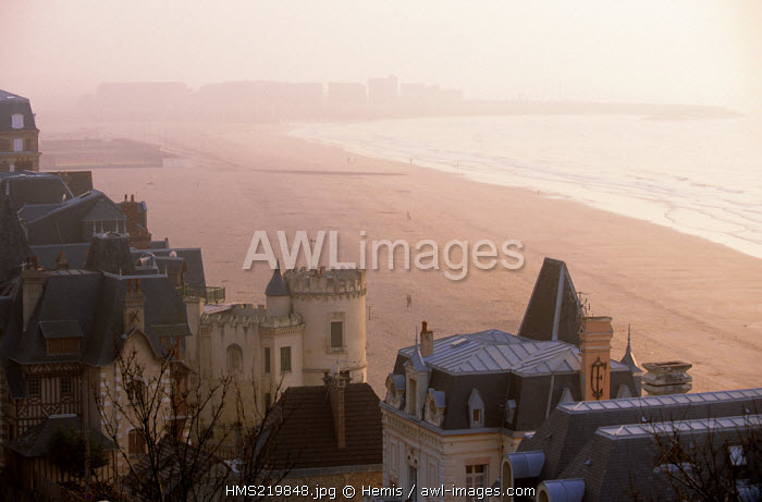 France, Calvados, Pays d'Auge, Trouville sur Mer, villas on the beach seen from the ledge on the evening