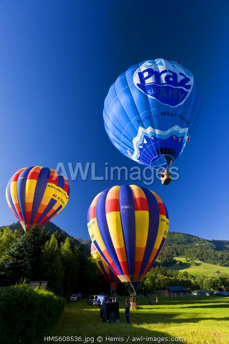 France, Haute Savoie, Praz sur Arly, departure of hot air balloons