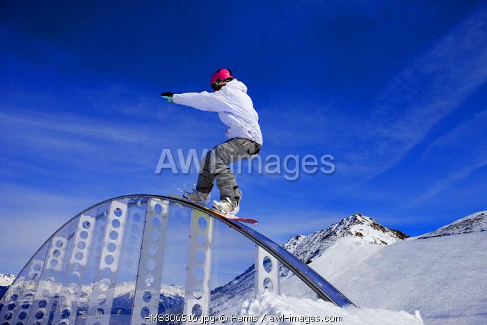 France, Savoie, Tarentaise, Massif de la Vanoise, Valmorel, freestyle ski on a rainbow