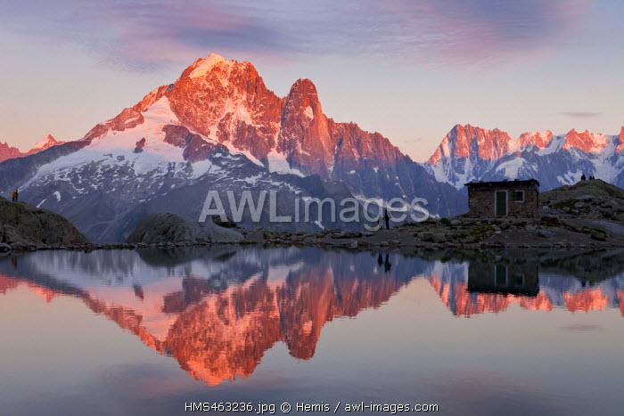 France, Haute Savoie, Chamonix Mont Blanc, former refuge and lac Blanc (2352m) in the Reserve naturelle nationale des Aiguilles Rouges (Aiguilles Rouges National Nature Reserve) with a view on the Aiguilles of Chamonix including the Aiguille Verte(4122m)